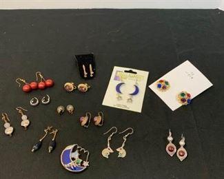 Costume Jewelry/earrings https://ctbids.com/#!/description/share/233784