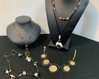 Costume Jewelry https://ctbids.com/#!/description/share/233785