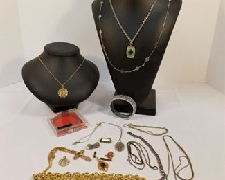 Variety of Vintage Costume Jewelry https://ctbids.com/#!/description/share/233703