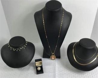 Assorted necklaces https://ctbids.com/#!/description/share/233709