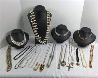Assorted Costume Necklaces https://ctbids.com/#!/description/share/233716