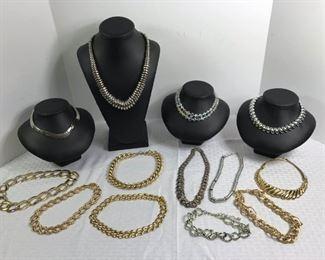 Assorted costume Necklaces https://ctbids.com/#!/description/share/233717