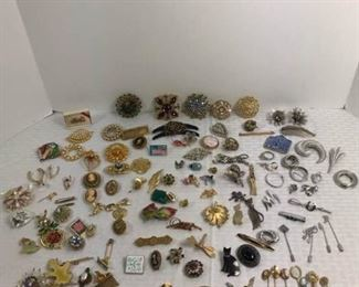 Variety of costume jewelry https://ctbids.com/#!/description/share/233721