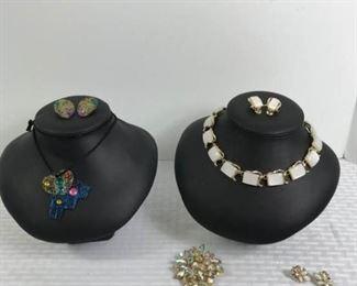 Assorted costume jewelry https://ctbids.com/#!/description/share/233724