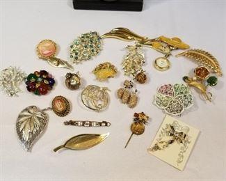 A Lovely Lot of Vintage Brooch Pins https://ctbids.com/#!/description/share/233732