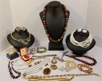 A Menagerie of Vintage Costume Jewelry https://ctbids.com/#!/description/share/233735