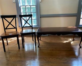 Coffee Table and 2 Chairs https://ctbids.com/#!/description/share/233777