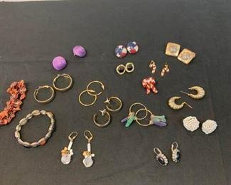Assortment of Costume earrings https://ctbids.com/#!/description/share/233780