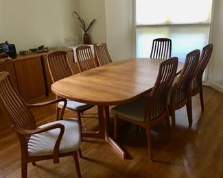 Beautiful Danish Table with Leaf - 6 Side 2 Arm Chairs