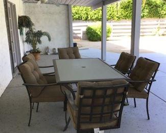Patio Table/6 chairs all cushions included