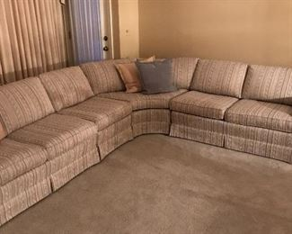 4 piece sectional! Smoke free and Pet free quality décor pieces!