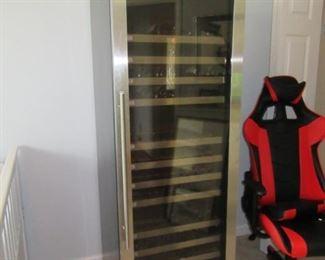 This is the LARGE wine fridge !!
