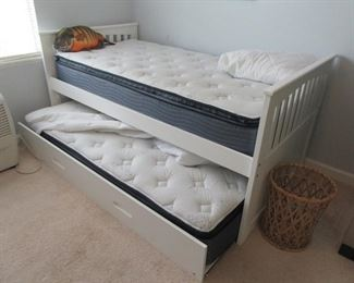 Nice trundle bed, beachy white wood