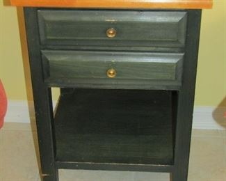 NICE TABLE FOR BETWEEN 2 CHAIRS OR AS A END TABLE IN A BEDROOM
