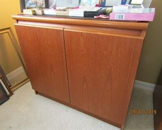 A NICE STORAGE UNIT FOR ANY ROOM... IT GOES WITH A BEDROOM SUITE BUT CAN BE SOLD SEPARATELY...