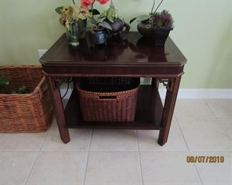 NICE SQUARE 2 LEVEL TABLE