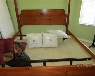 THERE ARE ACCESSORIES IF YOU WANT THEM FOR THE KING SIZE BED..