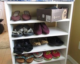 LOTS OF SHOES.. NICE ONES