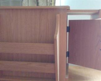 Magazine rack/storage table