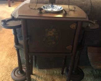 MAGICAL DWARF side table