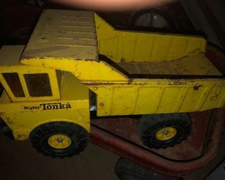 vintage mighty Tonka dump truck
