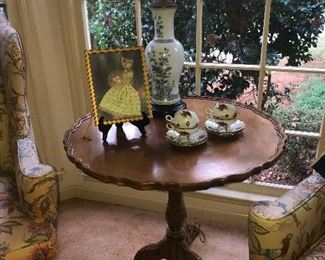 Vintage Mahogany Pie Crust accent table