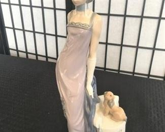 Lladro Flapper Figurine https://ctbids.com/#!/description/share/274874