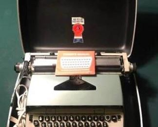 Electric Typewriter https://ctbids.com/#!/description/share/274920