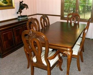 Fine Dining Table & Chairs