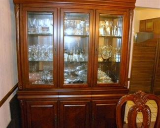 Fine Dining China Hutch