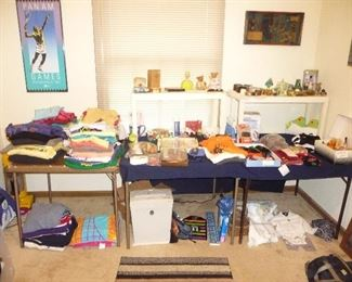 Large amount of clothes / household /ETC