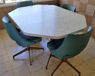 Mid Century Modern Kitchenette Table and Chairs by Walter of Wabash. Table, 4 chairs & leaf all included.