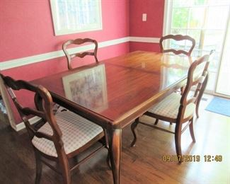 DINING TABLE WITH 4 CHAIRS TABLE PADS AND 2 TABLE EXTENTIONS