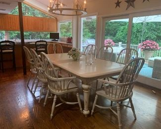 Breakfast Table and Chairs 7.8 x 4ft w has additional leaf