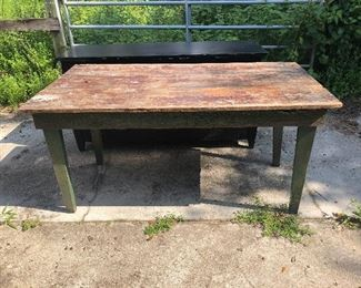 ANTIQUE TABLE IN OLD GREEN PAINT
