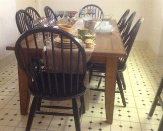 Farmhouse table & 8 chairs