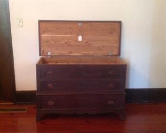Lane blanket chest with bottom drawer