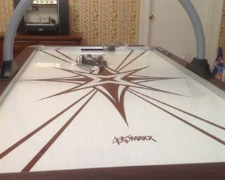 Air powered electronic air hockey table