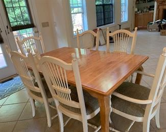 Kitchen table with 6 chairs and one leaf