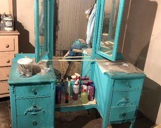 Mirrored vanity