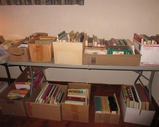Lots of books ..German and American ..from paper backs to coffee table..