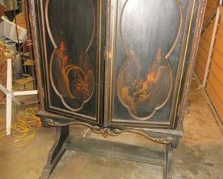 1920's handpainted dbl door cabnit.. make a great stereo cabnit