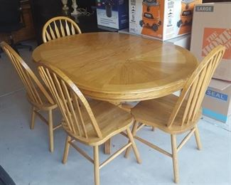 oak table with 4 chairs - table is round without leaf