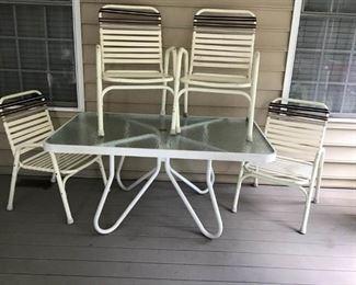 Patio or Deck Set  https://ctbids.com/#!/description/share/233911