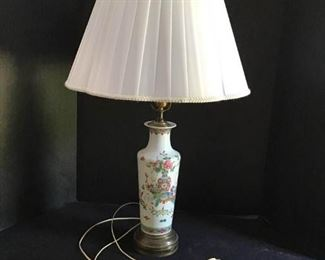 Table Lamp https://ctbids.com/#!/description/share/233923