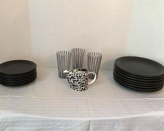 Dishes And More! https://ctbids.com/#!/description/share/233948