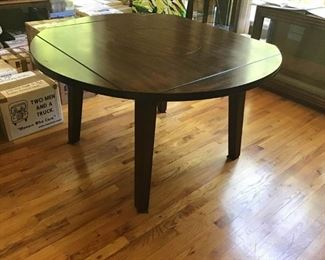 Dining Room Table https://ctbids.com/#!/description/share/233984