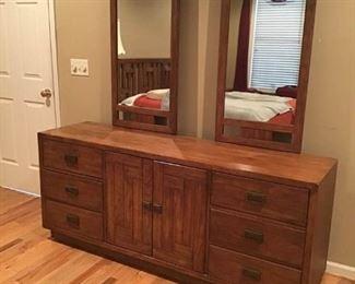 Bedroom Furniture https://ctbids.com/#!/description/share/233993