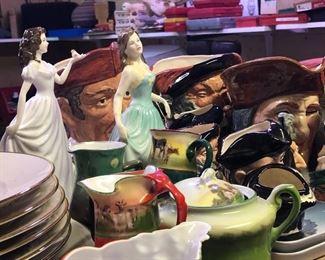 Statues porcelain