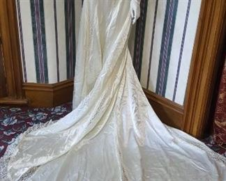 EARLY WEDDING DRESS